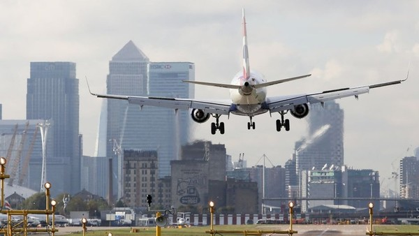 London City Airport As Global Infrastructure Partners Look To Raise Over $  3 billion From Airport...A British Airways aircraft, operated by British Airways Plc, prepares to land at London City Airport, near to the Canary Wharf business, financial and shopping district, in London, U.K., on Wednesday, Oct. 28, 2015. Global Infrastructure Partners LP are looking to generate over $  3 billion from the sale of the London City Airport Ltd. and have set a deadline of early next year for binding bids. Photographer: Chris Ratcliffe/Bloomberg