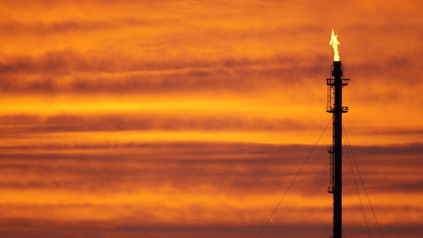Commodities explained: Hedging oil volatility
