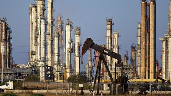 Fall in number of oil rigs drilling in US speeds up