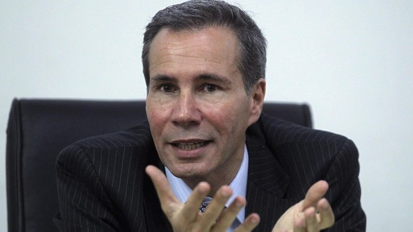 Argentine prosecutor Alberto Nisman, who is investigating the 1994 car-bomb attack on the AMIA Jewish community center, speaks during a meeting with journalists at his office in Buenos Aires in this May 29, 2013 file photo. Nisman, who had accused President Cristina Fernandez last week of trying to whitewash Argentina's worst ever bombing has been found dead in his flat, local media reported on January 19, 2015. REUTERS/Marcos Brindicci/Files (ARGENTINA - Tags: POLITICS CRIME LAW OBITUARY)