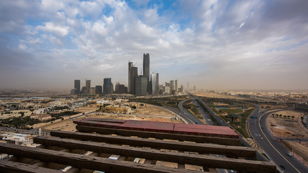The King Abdullah financial district sits on the horizon seen from a skyscraper under construction in Riyadh, Saudi Arabia, on Sunday, Jan. 10, 2016. Saudi Arabian stocks led Gulf Arab markets lower after oil extended its slump from the lowest close since 2004. Photographer: Waseem Obaidi/Bloomberg
