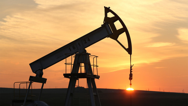 Oil prices near $30 as selling continues