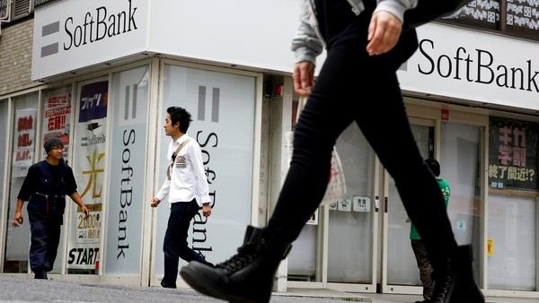 People walk past a retail shop of the SoftBank telecommunications company in Tokyo, Japan, May 10, 2016. REUTERS/Thomas Peter/File Photo