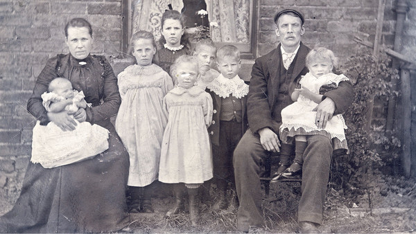 Richard Benson's greatgrandparents Millicent and Richard Weaver and their children in Pilsley, Derbyshire, in 1903