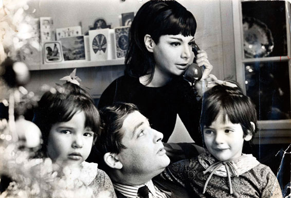 Nigella Lawson (right) aged six with parents Nigel and Vanessa Lawson and sister Thomasina, four, in 1965