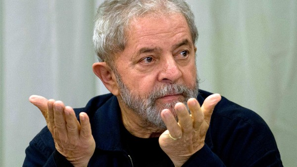 Former Brazilian President (2003-2011) Luiz Inacio Lula da Silva gestures during a meeting with the Workers' Party (PT) members in Sao Paulo, Brazil on March 30, 2015 AFP PHOTO / Nelson ALMEIDA