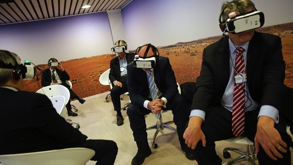 Attendees wear Samsung Gear VR virtual reality headset, developed jointly by Oculus VR Inc. and Samsung Electronics Co., inside the Congress Center, between sessions during the World Economic Forum (WEF) in Davos, Switzerland, on Friday, Jan. 22, 2016. World leaders, influential executives, bankers and policy makers attend the 46th annual meeting of the World Economic Forum in Davos from Jan. 20 - 23. Photographer: Matthew Lloyd/Bloomberg