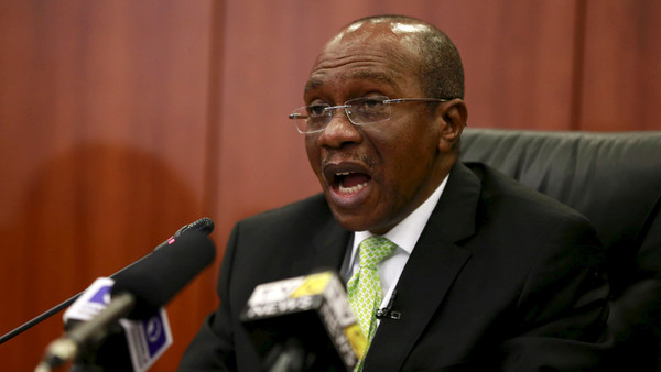 Governor Godwin Emefiele announces that Nigeria's central bank is keeping its benchmark interest rate on hold at 13 percent in Abuja, Nigeria, July 24, 2015. Nigeria's central bank kept its benchmark interest rate on hold at 13 percent on Friday, saying concerns about rising inflation and expected normalisation of U.S. interest rates meant monetary policy in Africa's biggest economy had to remain tight. REUTERS/Afolabi Sotunde