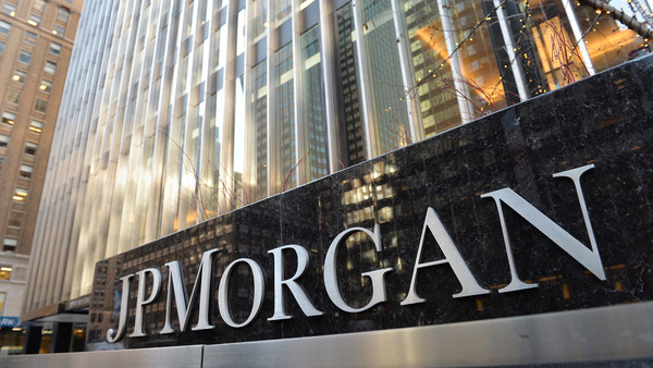 The headquarters of JP Morgan Chase on Park Avenue December 12, 2013 in New York. JP Morgan Chase and federal authorities are close to a USD $  2 billion settlement over the bank's ties to financier Bernard L. Madooff that involve penalties and deffered criminal prosecution. AFP PHOTO/Stan HONDA (Photo credit should read STAN HONDA/AFP/Getty Images)